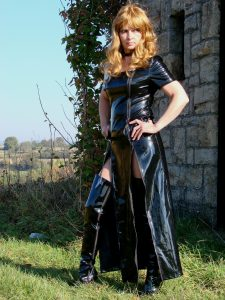 Lady Ronja Domina in Lack Leder Latex